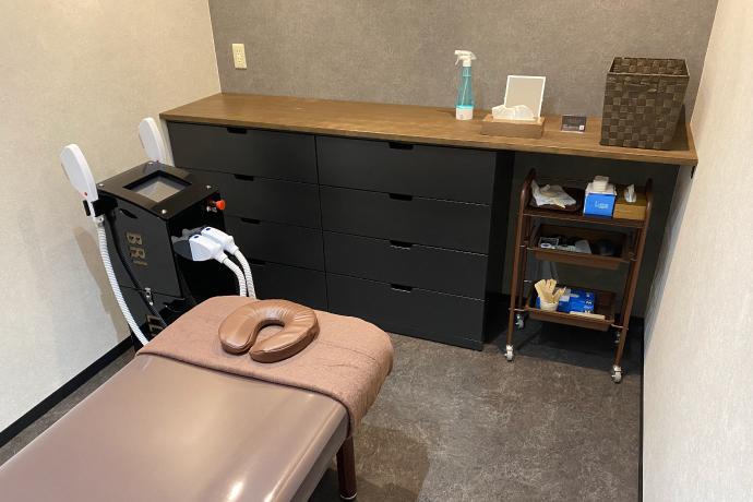 メンズ脱毛サロンレイロール名古屋パルコ店の施術室